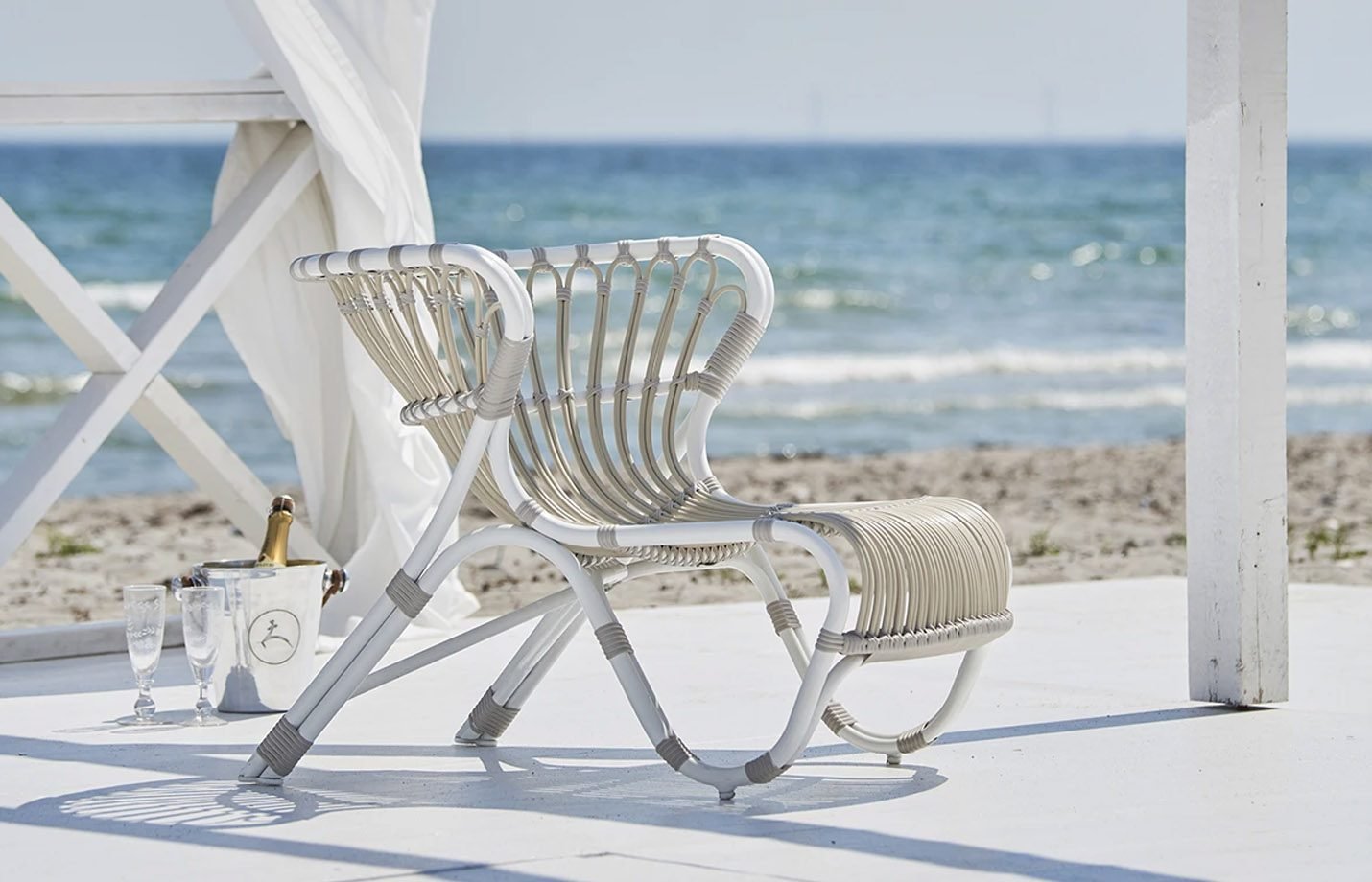 Fox-Exterior-Lounge-Chair-Dove-White-LS1