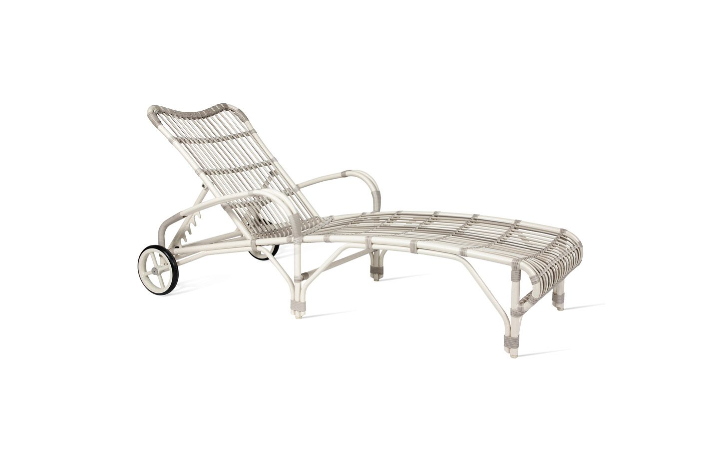 Lucy-sunlounger-outdoor-01