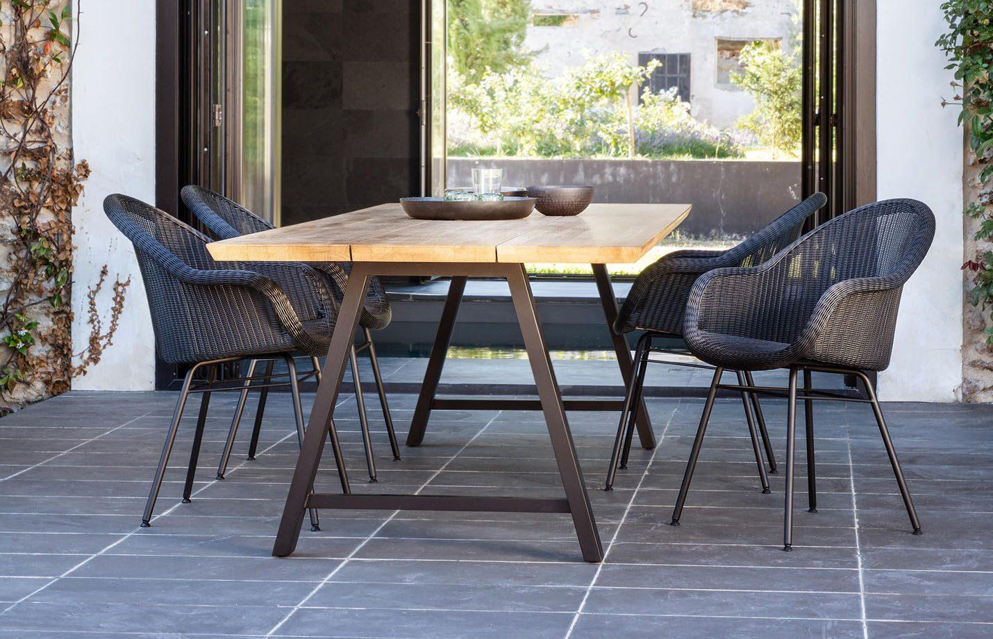 Edgard-dining-chair-black-steel-base-LS01